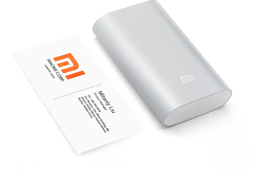 El tamaño del poweer bank Xiaomi 5200 no excede el de una tarjeta de crédito.