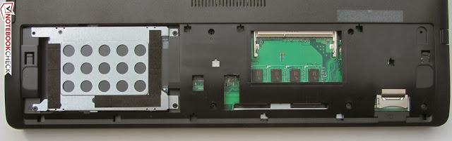 Al quitar la tapa de mantenimiento del ASUS R510JK-DM155D tenemos acceso al disco duro y el zócalo de RAM.