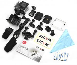 La SJCAM X1000 viene acompañada de multitud de accesorios .