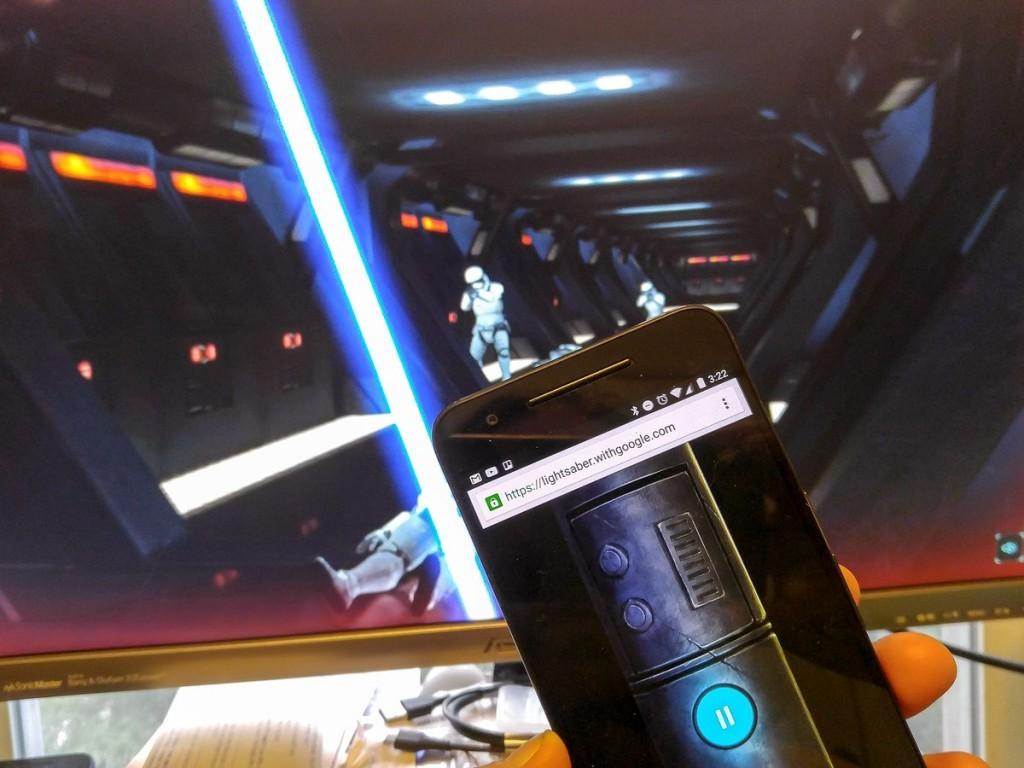 Gracias a los avances en WebGL y otras tecnologías, podemos usar nuestro smartphone como empuñadura del sable laser.