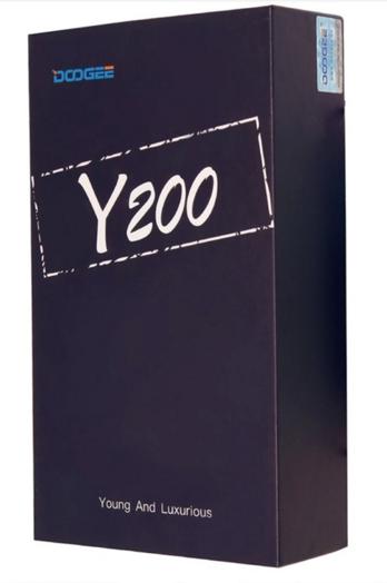 Una caja sencilla con el nombre del modelo en grande, así es el empaquetado del Doogee Y200.