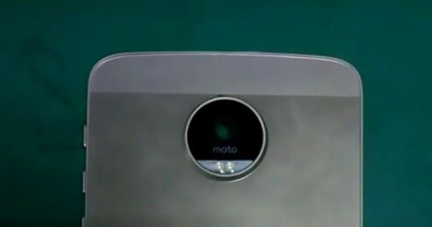 """Las fotos del Moto X 2016 revelan una posición curiosa para el logotipo """"moto""""."""