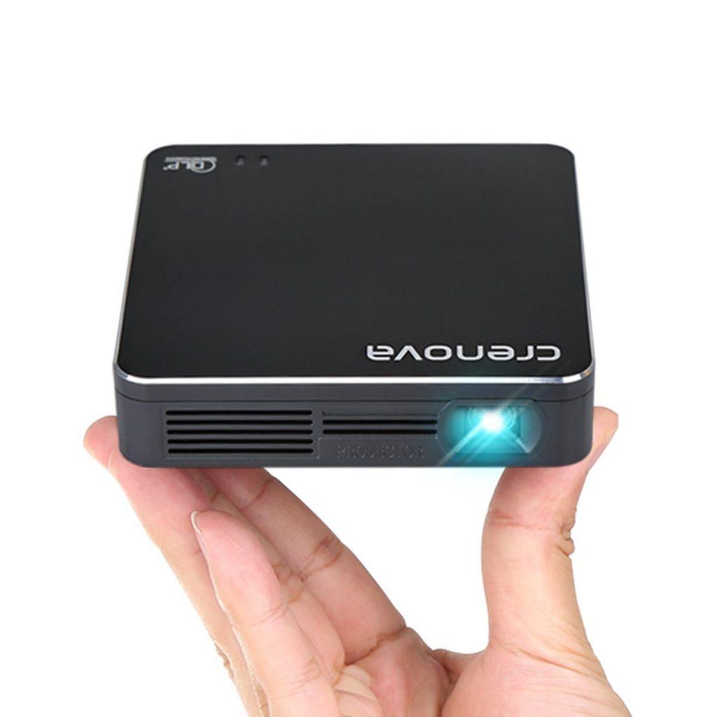 Crenova XPE700, un mini proyector HD, ligero y portátil