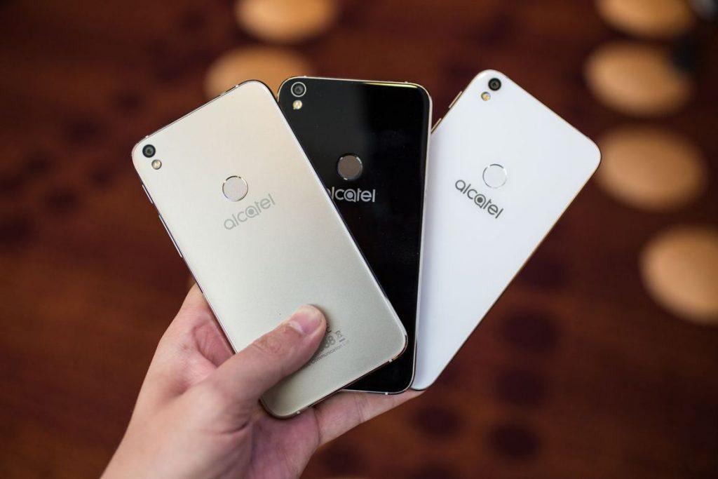 El Alcatel Shine Lite está disponible en 3 colores diferentes: blanco, dorado y negro