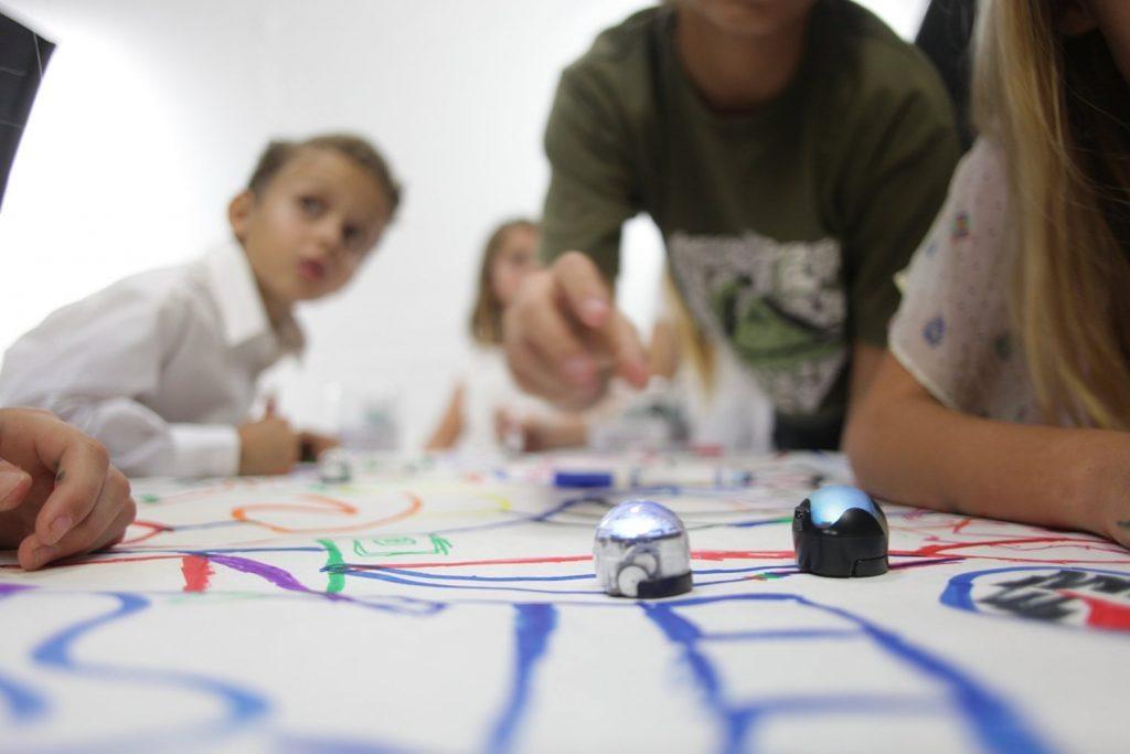 El robot Ozobot BIT permitirá a los niños aprender a la vez que juegan