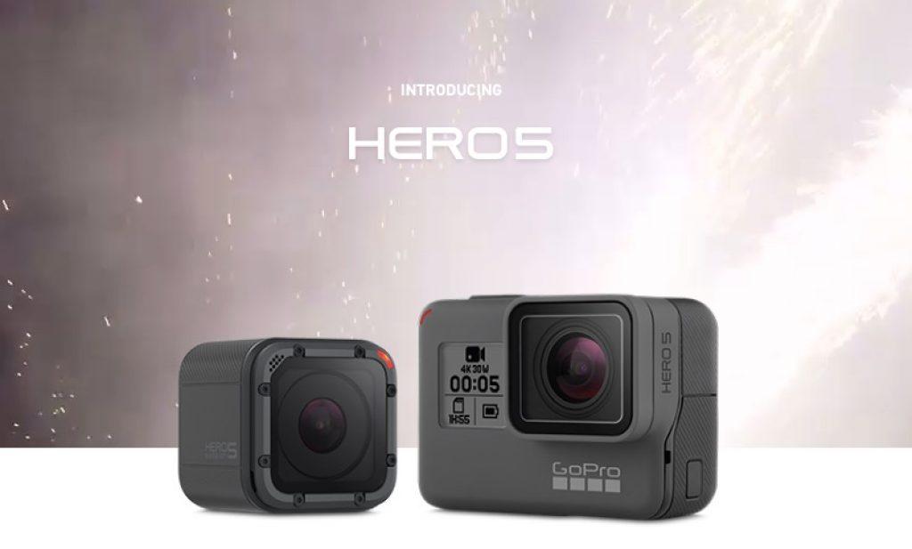 Esta cámara deportiva GoPro, ademas de tener altavoz cuenta con tres micrófonos situados en los laterales
