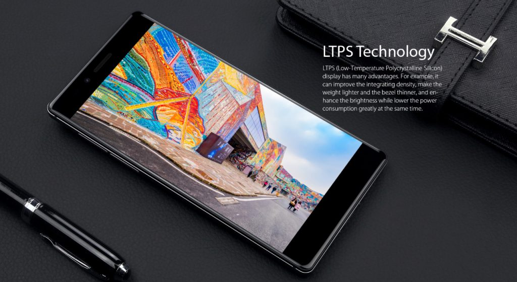 Destaca por su impresionante pantalla LTPS de 5.5 pulgadas, con una resolución 2K