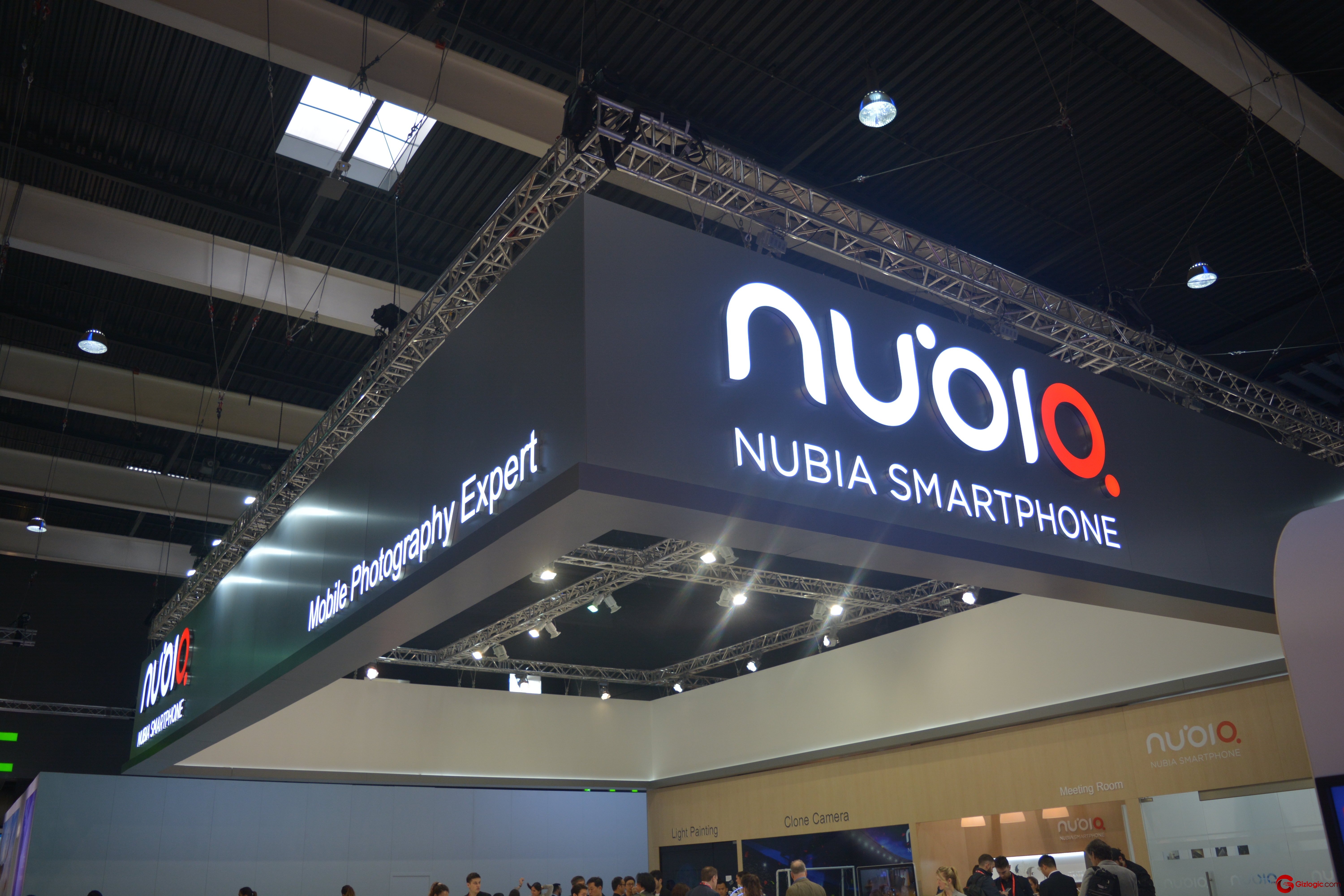 Nubia stand