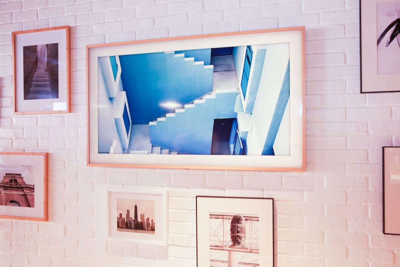 samsung the frame la suma de tecnolog a y arte. Black Bedroom Furniture Sets. Home Design Ideas
