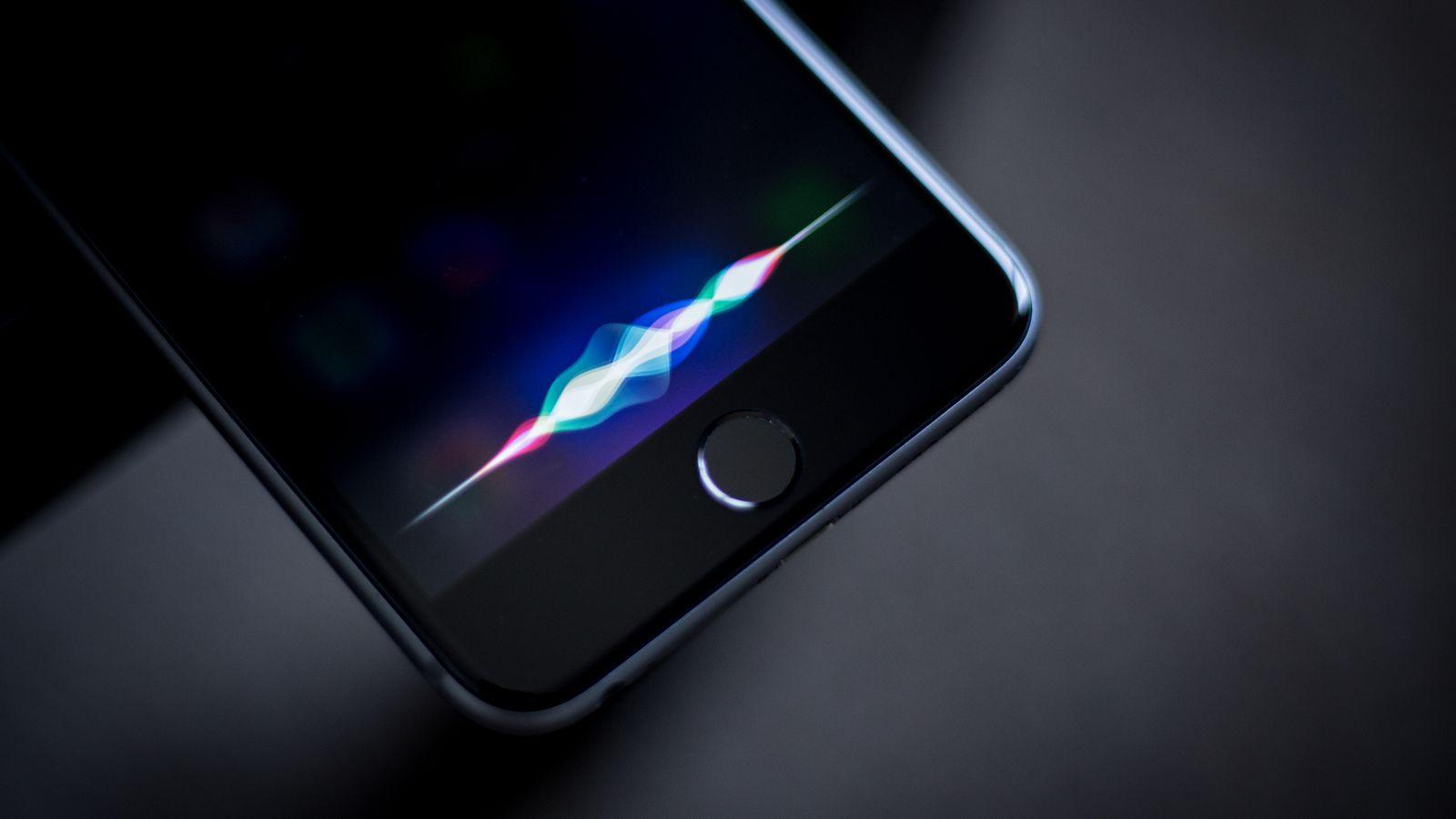 Voz de Siri en España
