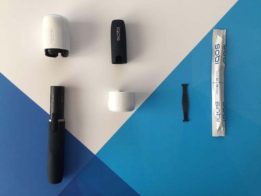 De izquierda a derecha: La escobilla grande para limpiar la lámina, la escobilla pequeña para limpiar el cabezal, la palita, y el bastoncillo.