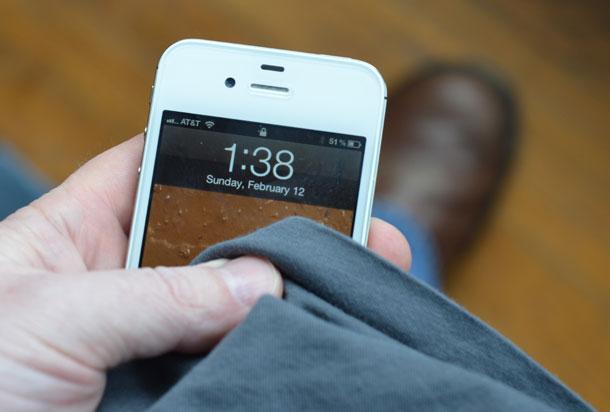 cargar el smartphone con el roce de la ropa