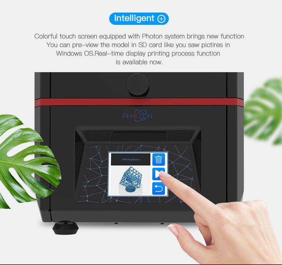 La Anycubic PHOTON posee una pantalla táctil para controlarla