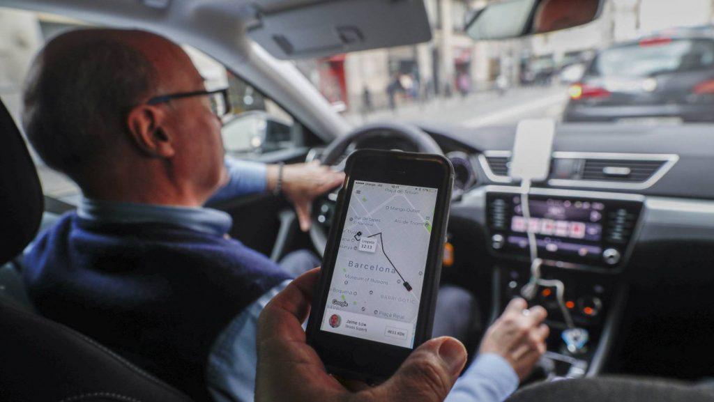 La AMB aprueba un reglamento que afecta a Uber y Cabify