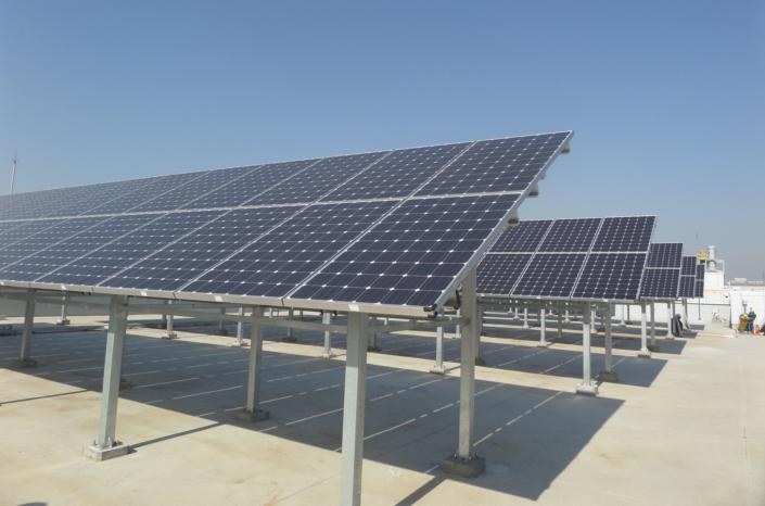 Paneles solares en la azotea del Instituto Avanzado de Tecnología de Samsung en Samsung Digital City, Suwon
