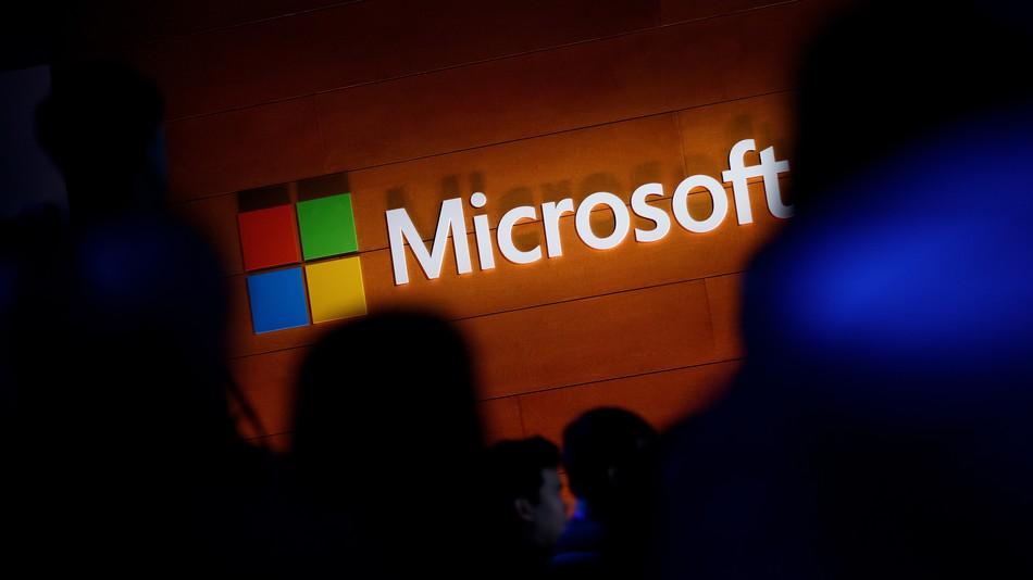Microsoft trabaja en nuevo dispositivo Surface con pantalla doble y factor de forma de bolsillo
