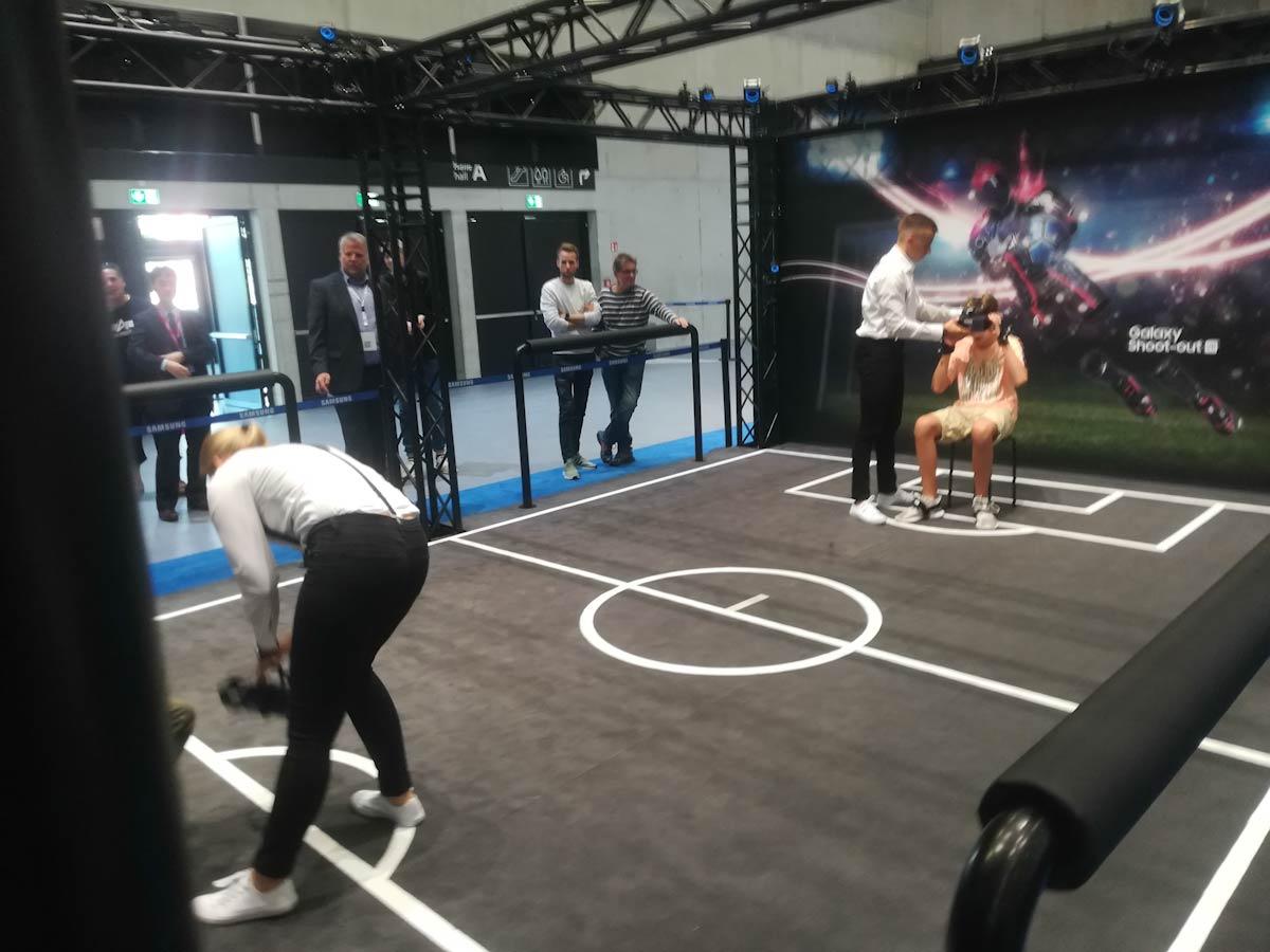 Explorando elCityCubedurante el stand de Samsung en el IFA 2018