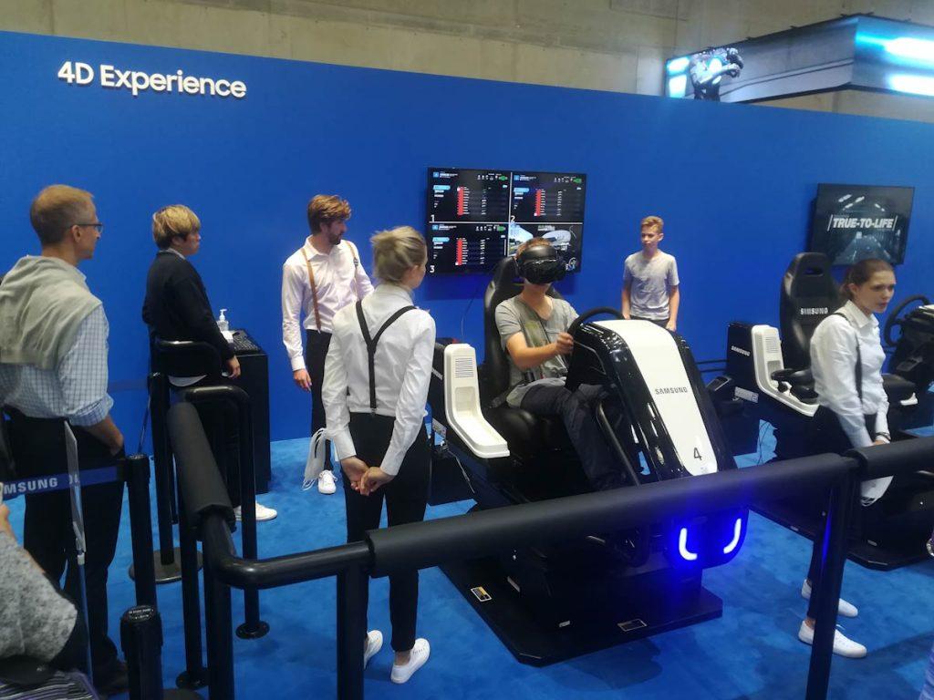 Explorando elCityCubedurante el stand de Samsung en el IFA 2018- Realidad virtual Fútbol y carreras
