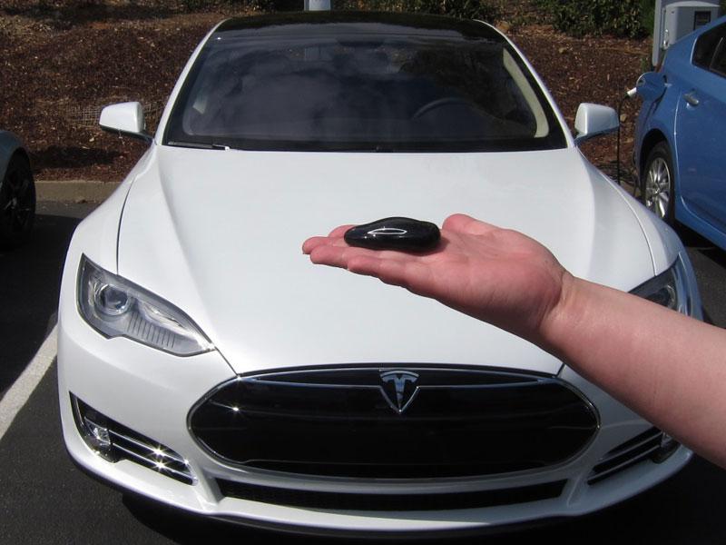 Un Tesla Model S es robado en vídeo usando el hack de la llave FOB