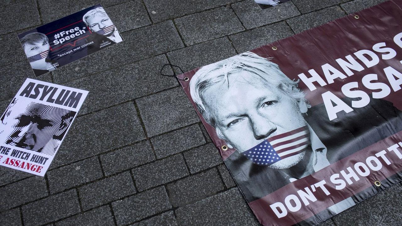 Julian Assange, el padre de WikiLeaks, es detenido en Londres