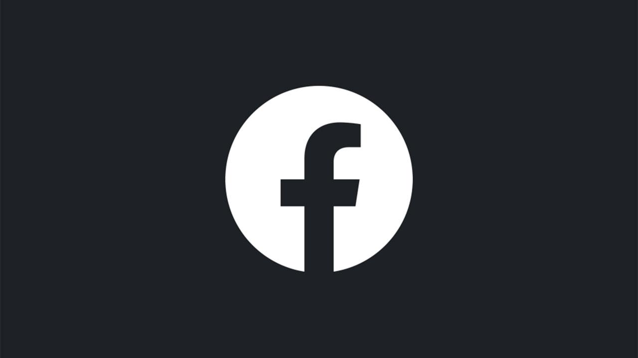 El modo oscuro está de camino a la aplicación de Facebook