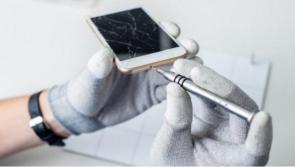 Arreglar la pantalla de un móvil