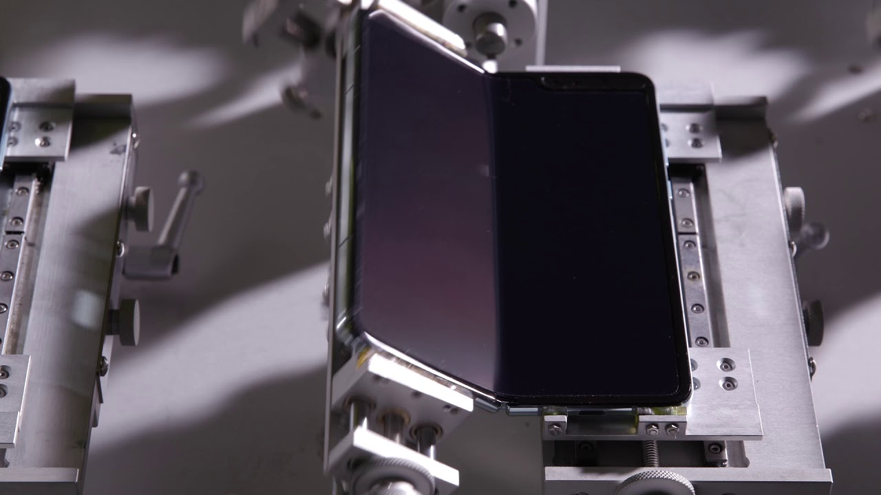 El Galaxy Fold es sometido a una prueba de durabilidad - resistió 120.000 pliegues