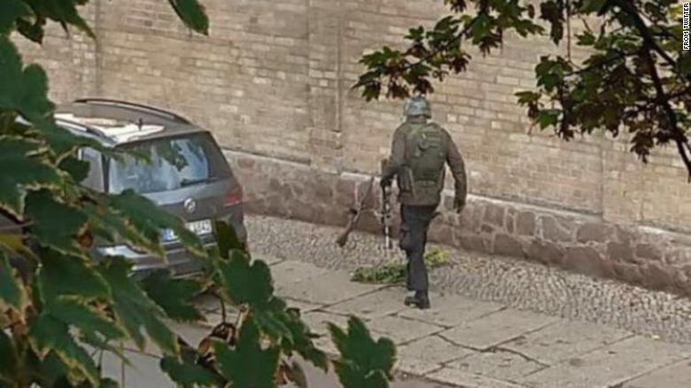 Tirador captado por las cámaras de vigilancia de la sinagoga