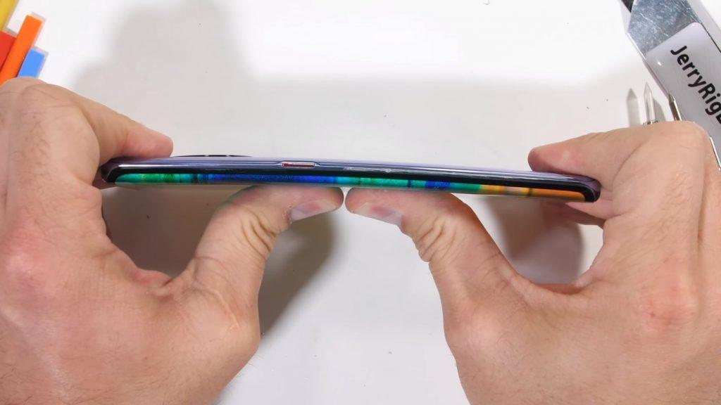 Huawei Mate 30 Pro - Prueba de doblado