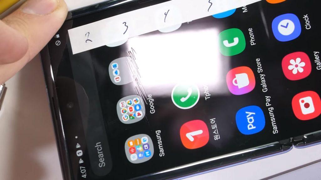 La pantalla del Galaxy Z Flip tiene tanta resistencia como una de plástico