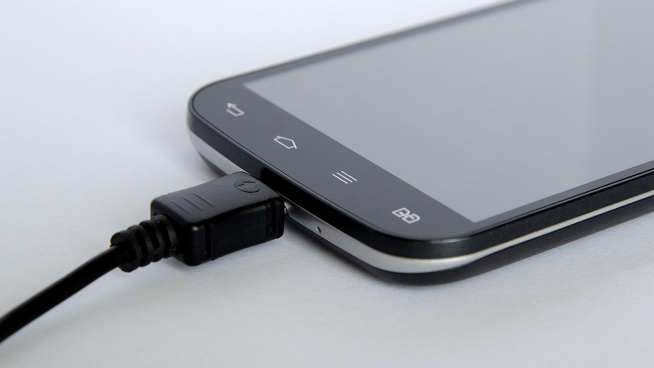 Cargar la batería del móvil