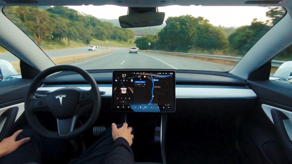 La conducción autónoma de Tesla se podrá contratar por suscripción en 2021
