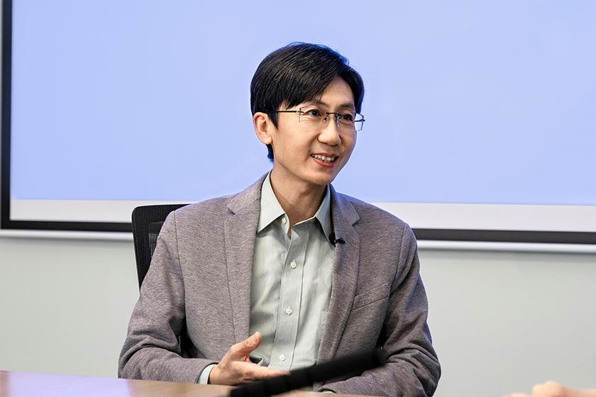 Qin Fei, director del Instituto de Investigación de Comunicaciones de vivo