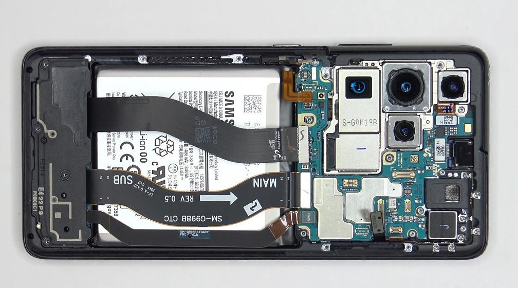 Teléfonos insignia como el Galaxy S21 Ultra por lo general son difíciles de reparar