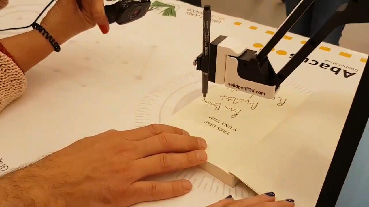 brazo robotico firma