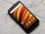 MWC16: Nos ensañamos con el Motorola Moto X Force.