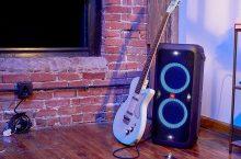 JBL PartyBox 300, imponente altavoz inalámbrico con sistema de luces