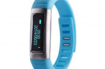 Uwatch U9, a medio camino entre las pulseras inteligentes y los smartwatchs.