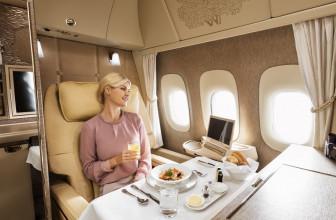 ¿Te gustaría viajar en un avión sin ventanas pero con pantallas OLED?
