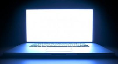 ¿Nos vamos a quedar ciegos por la luz azul de las pantallas?