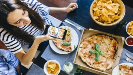 ¿Cuál es la mejor app de comida a domicilio? Probamos Uber Eats, Glovo y Just Eat