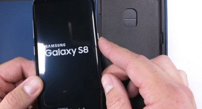 Un youtuber intenta destrozar un Samsung Galaxy S8 [VÍDEO]